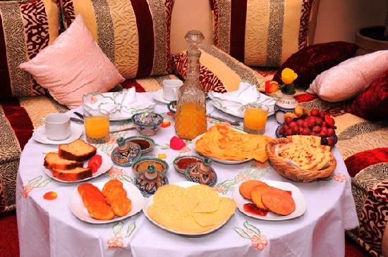 Riad ABHAR: Petit-déjeuner marocain