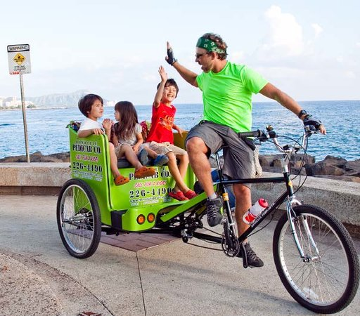 Honolulu Pedicab & Tours: Fun with the keiki at Kaka'ako Waterfront Park.