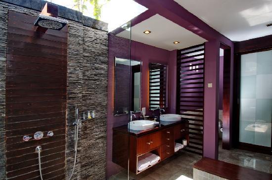 Pradha Villas: Bathroom
