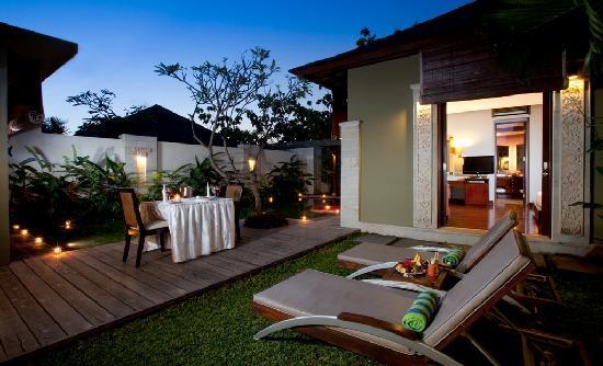 Pradha Villas: Garden
