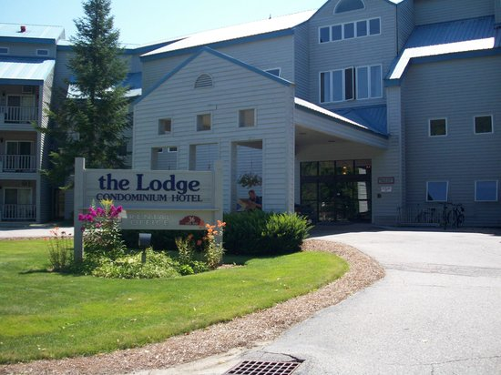 The Lodge at Lincoln Station Resort: Main Entrance - Summer