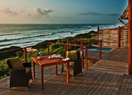 Massinga Beach Lodge: Ocean front room Deck & Pool