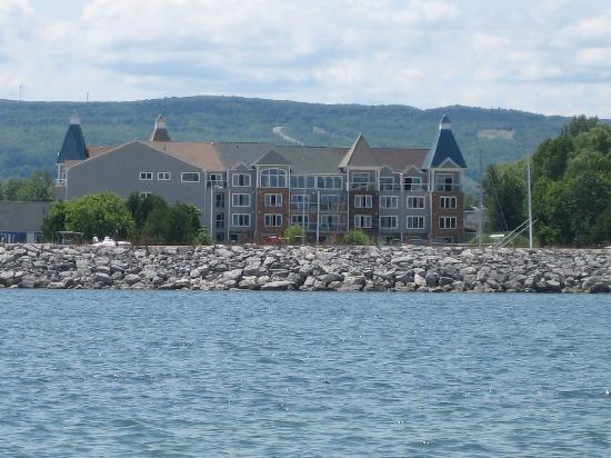 Cranberry Resort: Waterfront Suites