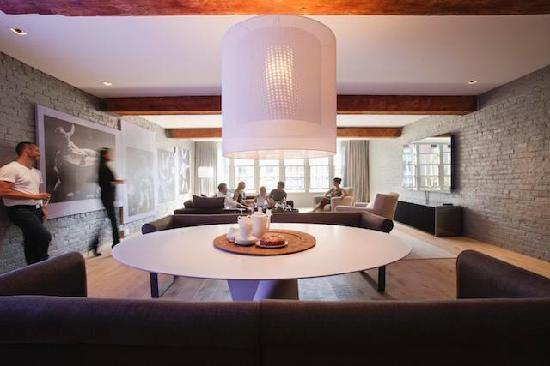 The Keefer Suites: Suite dining/livingroom