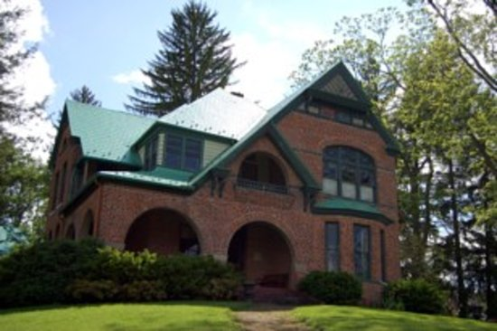 Prospect Hill Bed & Breakfast Inn: History (1889) meets affordable luxury, relaxation and tasty breakfasts in a small mountain town