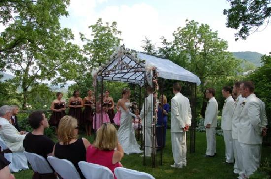 Prospect Hill Bed & Breakfast Inn: Perfect mountain-garden wedding setting