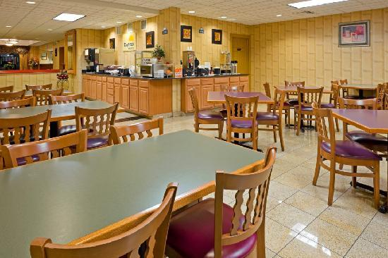 Days Inn & Suites Lancaster : Breakfast area