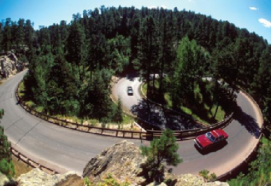 Dakota Tours: Pigtail bridges of Iron Mountain Road