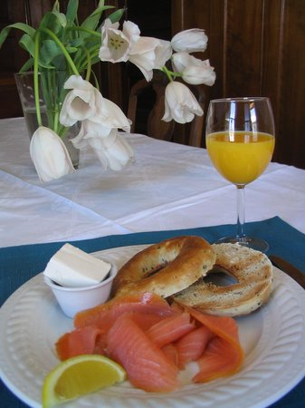 B&B Vert Le Mont: Smoked salmon and a Montreal style bagel is a popular breakfast choice
