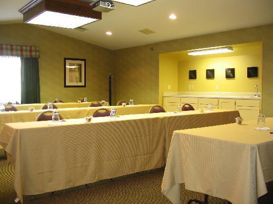 Residence Inn Milwaukee Brookfield: Meeting Space is available.
