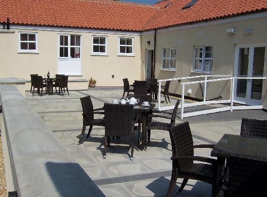 Horncastle, UK: Courtyard at Greetham Retreat Holidays