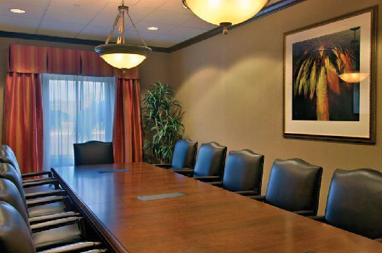 Hampton Inn & Suites Tampa-Wesley Chapel: Executive Board Room with plush leather chairs.