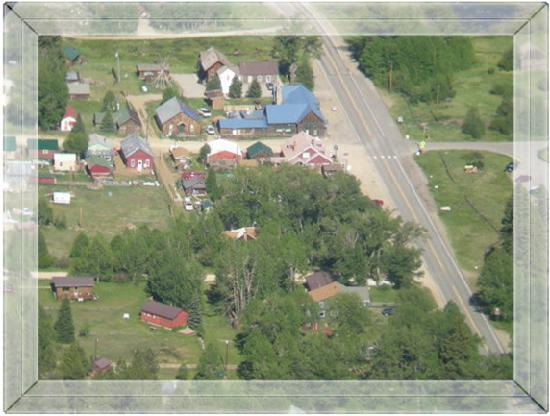 The Windspirit Cottage & Cabins: Aerial view of our quaint village