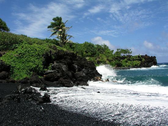 Mahalo Tours: Wai'anapanapa Black Sand Beach