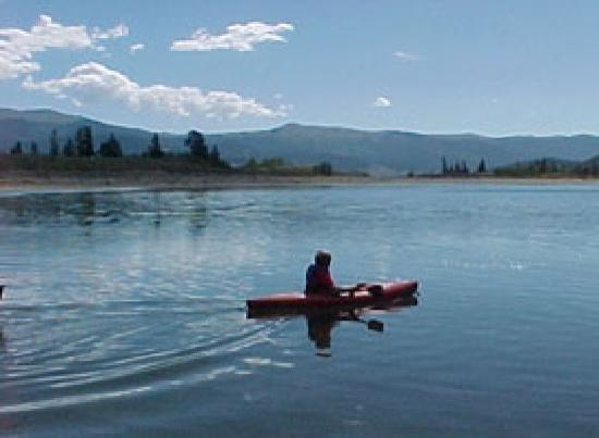 The Windspirit Cottage & Cabins: Kayaking....on the lake Rentals in the village
