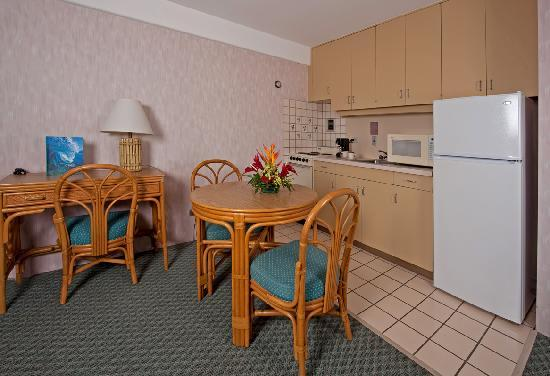 Ilima Hotel: Full Kitchen in every Unit