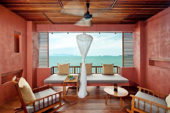 Hansar Samui Resort: Every room has furnished balcony w/fan!