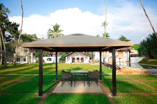 The Villa Cafe: Dining under one of the 3 tented pavilions
