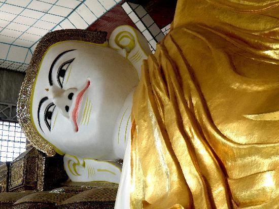 Bago, Birmania: Large reclining Buddha