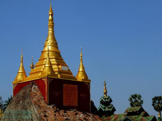Shwemawdaw Paya: Pavilion on rock at Shwemawdaw