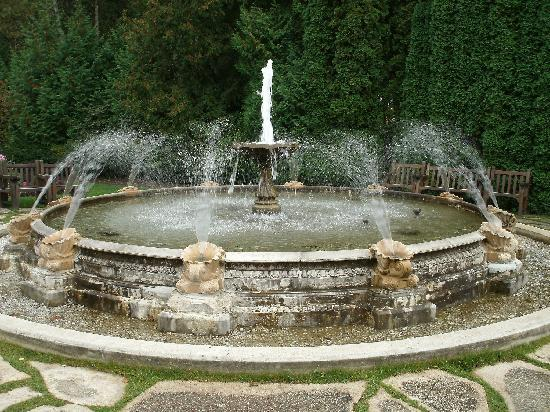 Grand Hotel: the fountain in the Tea Garden