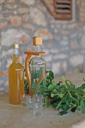 Loborika, Croatia: Vino e grapa di mile prodoti di Proprietario