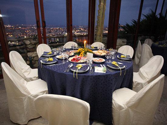 Al Castello, cena su terrazza panoramica - Foto di Al Castello ...