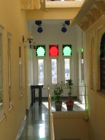 Hotel Aashiya Haveli: entrance of room