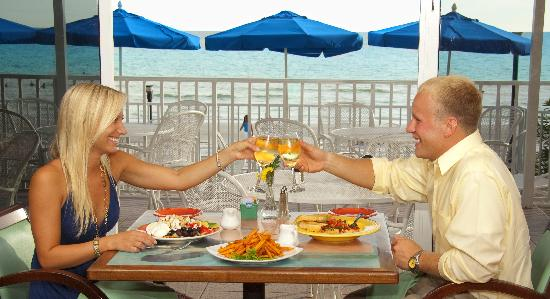 Doubletree Beach Resort by Hilton Tampa Bay / North Redington Beach: Gulf Front Dining in Mangos Restaurant