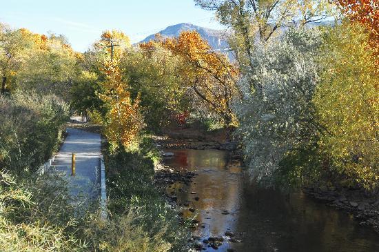 Ogden River Inn : river trail