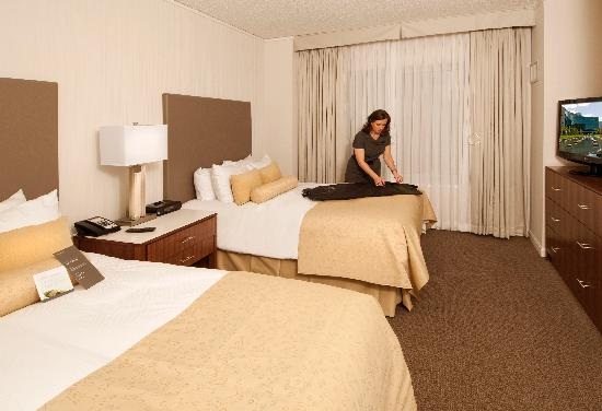 InterContinental Suites Hotel Cleveland: Newly renovated One Bedroom Suite with two Double Beds