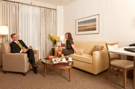 InterContinental Suites Hotel Cleveland: Newly renovated One Bedroom Suite w/ living area