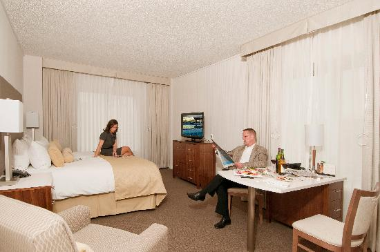 InterContinental Suites Hotel Cleveland: Newly renovated Standard room with King Bed