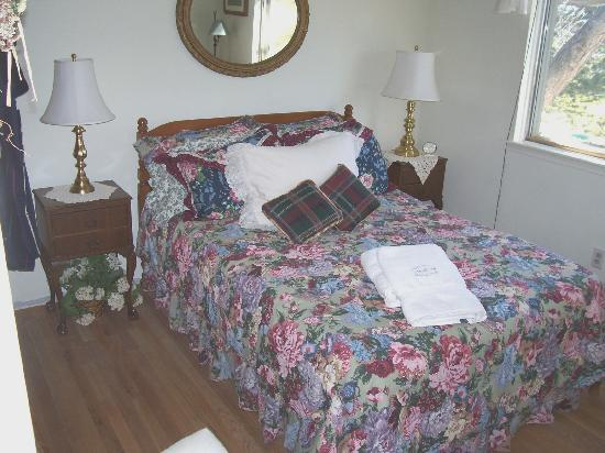 Davies House Bed & Breakfast and Extended Stay Inn: Jonathan's room overlooks the golf course