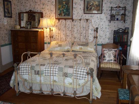 A Sentimental Journey Bed and Breakfast: Victorian up to the 1940s