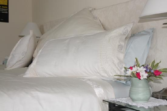 Practically Lakeside B&B: Quality bedding @ Practically Lekside B&B