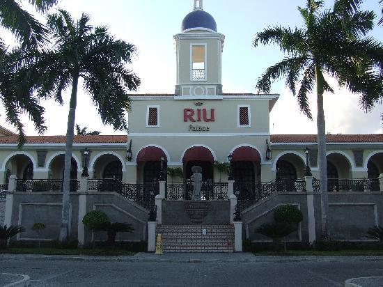 Hotel Riu Palace Mexico: Front entrance