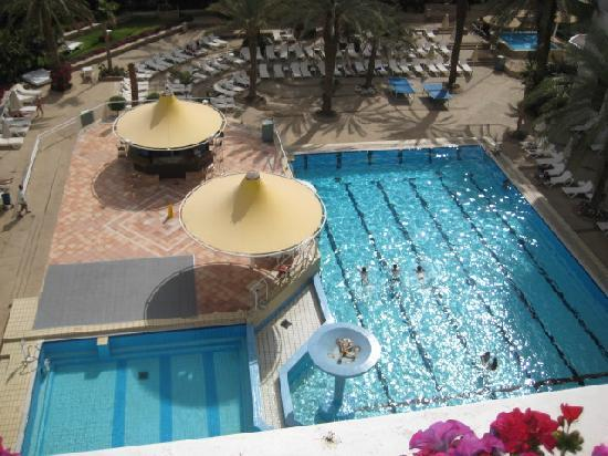 Isrotel Sport Club: Pool where drinks and ices were served all day