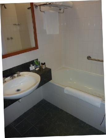 Commodore Airport Hotel, Christchurch: bathroom