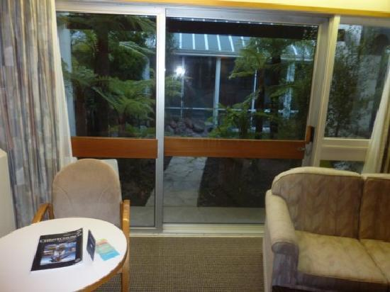 Commodore Airport Hotel, Christchurch: View through patio doors