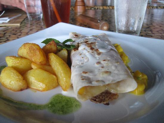 Atlantis Dive Resorts Dumaguete: chicken tortilla with fries