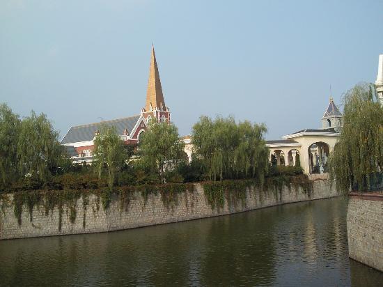 Dalian, China: 冒険王国 水道橋の後楽園ような
