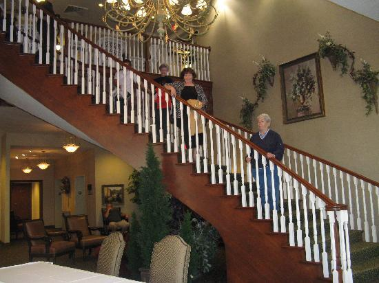 Carlisle Inn Sugarcreek: Beautiful staircase