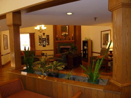 Country Inn & Suites By Carlson, Chattanooga at Hamilton Place Mall: Cozy Lobby