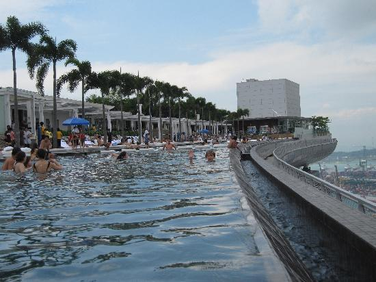 Spoiler pool at edge bild von marina bay sands singapur tripadvisor - Marina bay sands resort singapore swimming pool ...
