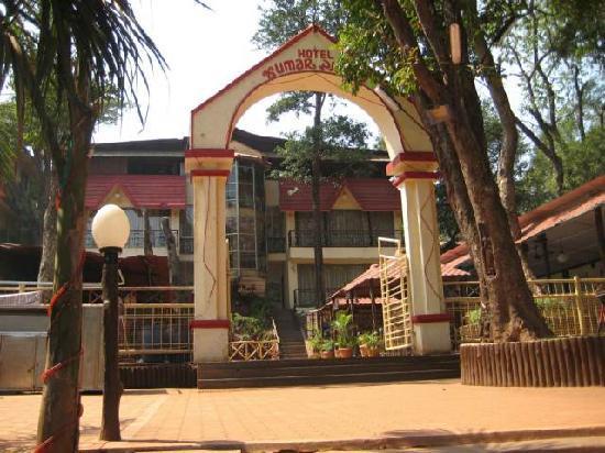 Hotel Kumar Plaza: entrance