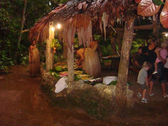 Port Vila, Vanuatu: Nightime feast Ekasup Village