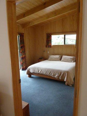 Tangiaro Kiwi Retreat: The Bedroom