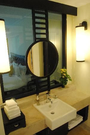 Bhu Nga Thani Resort and Spa: bathroom