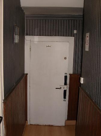 Hotel Du Bellay: Door to heaven